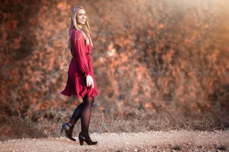 Frau im roten Kleid in Herbstlicher Umgebung bei Bamberg